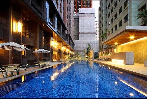 室外游泳池.jpg