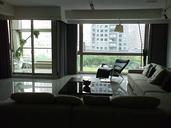 客廳窗景.JPG