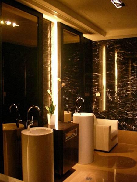 四樓公設廁所.jpg