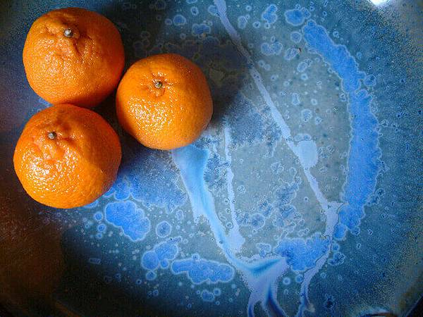 orange-on-blue-2-1528332-640x480.jpg