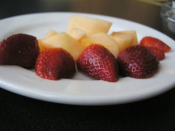 fruit-plate-1536620-640x480.jpg