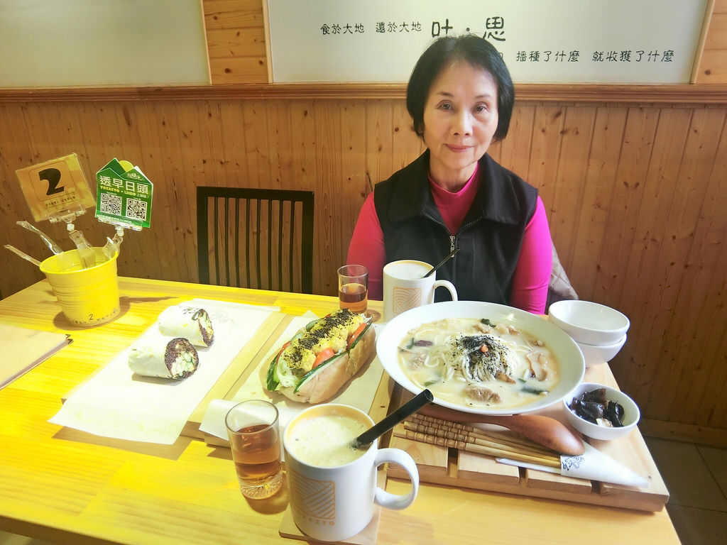 新莊早餐吃甚麼?新莊國民運動中心蔬食早午餐零負評的TOZAZTO透早日頭【丁小羽食記篇】