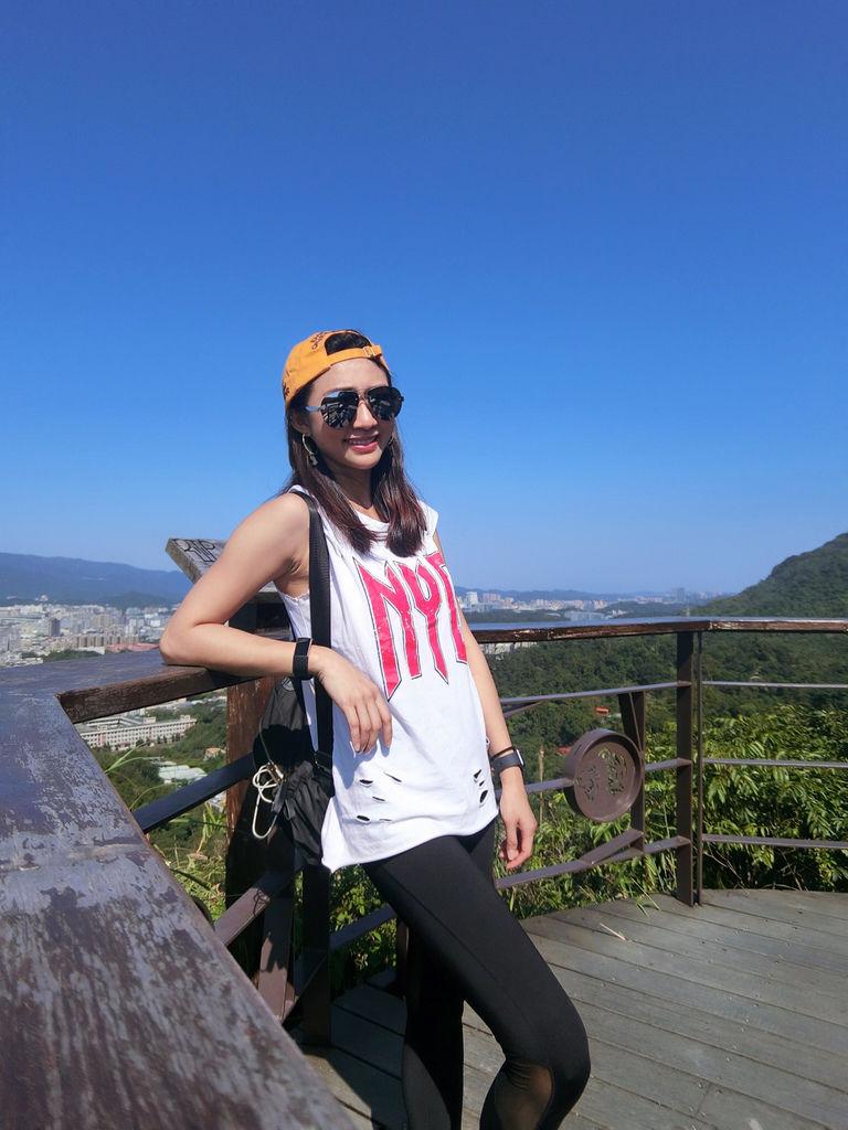 台北松山登山-虎山親山步道-松山奉天宮旁的虎山峰,超美無人大裸石【丁小羽登山篇】