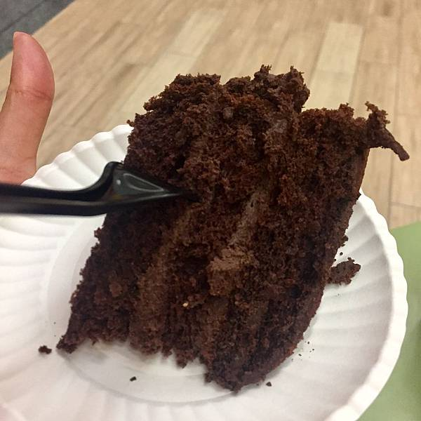 生巧克力首選~神旺大飯店-普諾麵包坊超濃郁頂級生巧克力蛋糕【丁小羽美食篇】