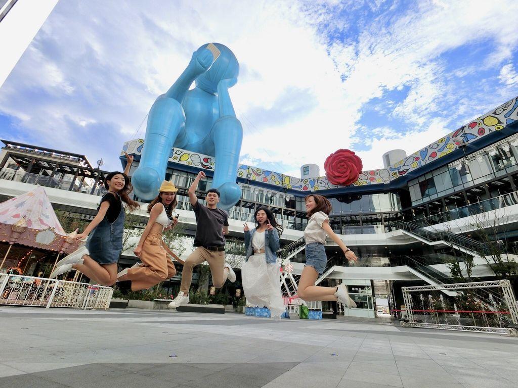 台中景點-台中軟體園區Dali Art達利藝術廣場!巨大的藍色沈思者!
