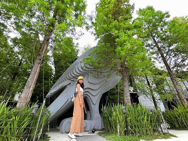 台中景點-森林系的唯美圖書館,樂樂書房!台中旅遊必來的地方!