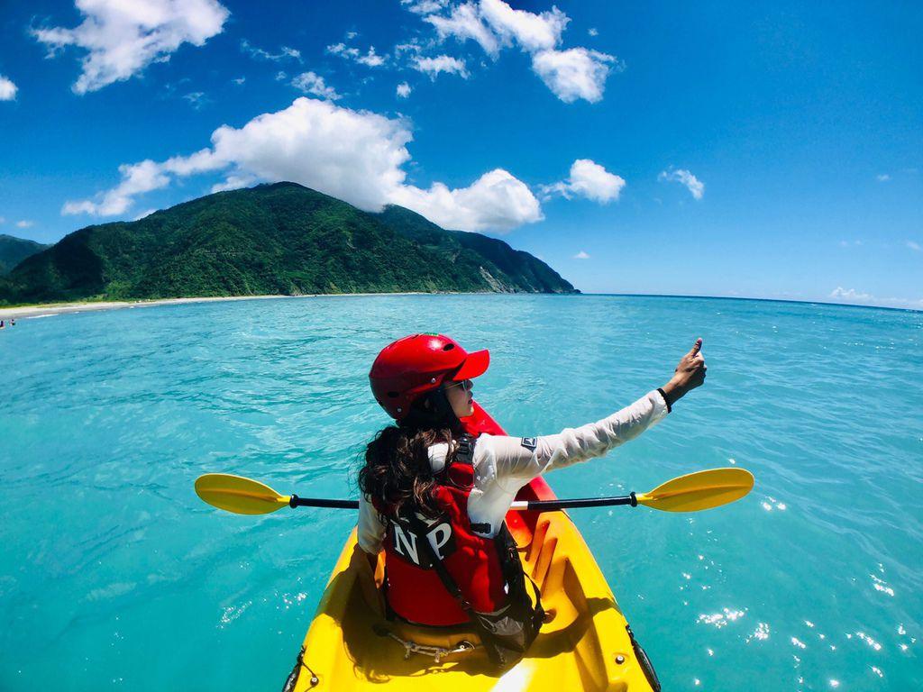 宜蘭一日遊必去的宜蘭景點-東澳烏岩角!體驗獨木舟、走訪海蝕洞、神秘沙灘