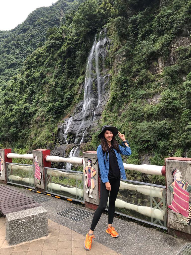 烏來一日遊必去的烏來景點-觀賞十分壯觀的烏來瀑布