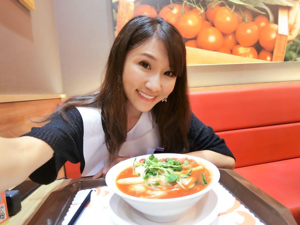 美麗華的素食料理-太陽蕃茄拉麵的素食拉麵,濃郁的湯頭超好吃