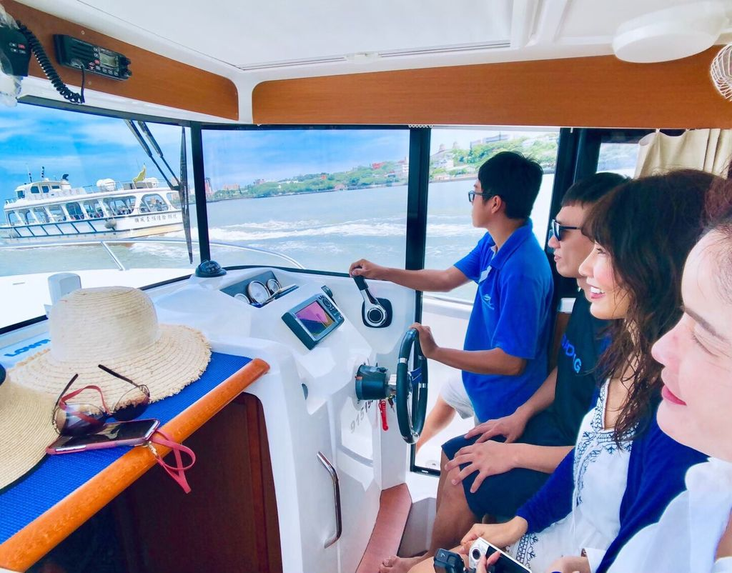 淡水一日遊-淡水河遊艇自駕初體驗之我要當船長