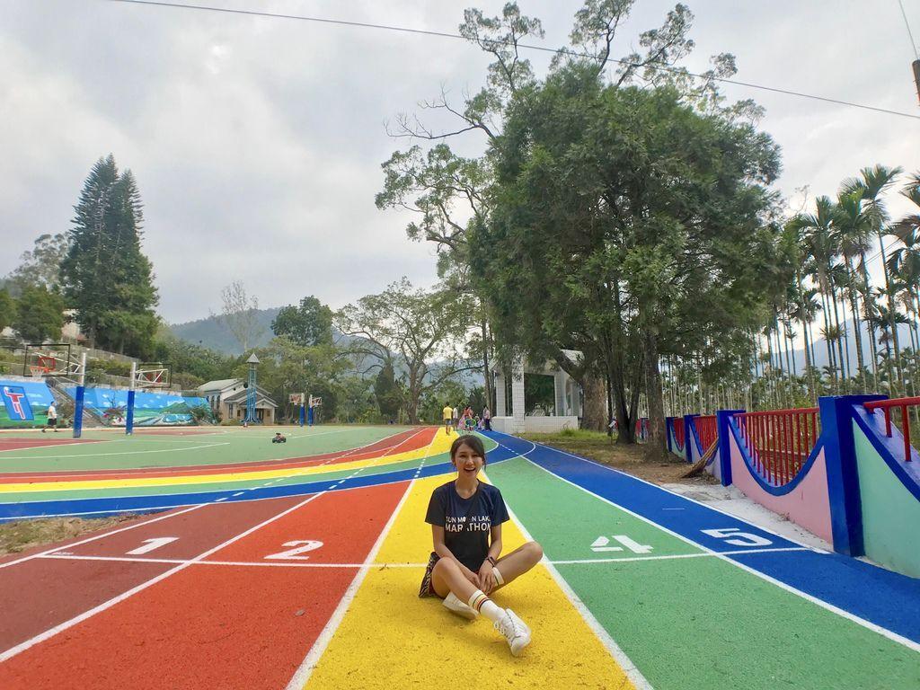 南投景點-日月潭的頭社國小,給你繽紛的彩虹跑道