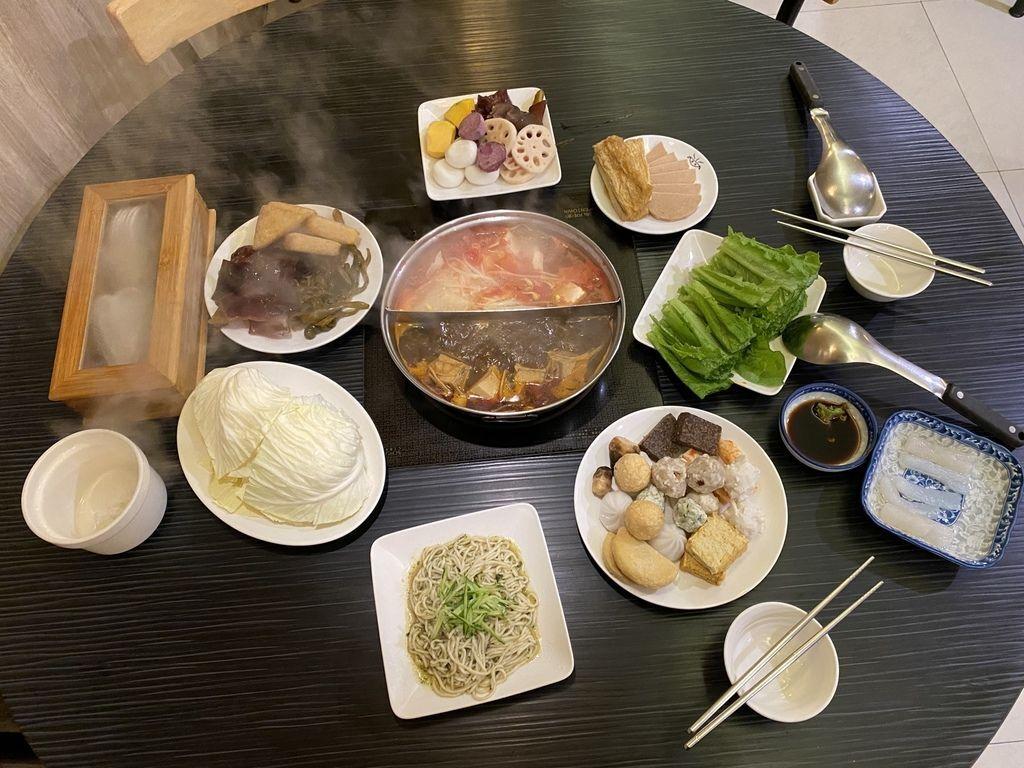 台北松山麻辣鍋推薦-小心上癮素食麻辣火鍋,是素食者的火鍋首選
