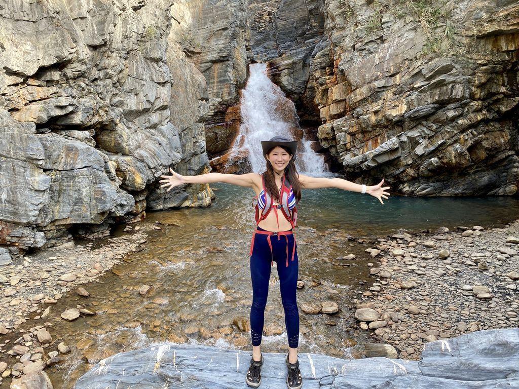 南投野溪溫泉秘境-隱藏在精英溫泉裡的瀑布-精英瀑布