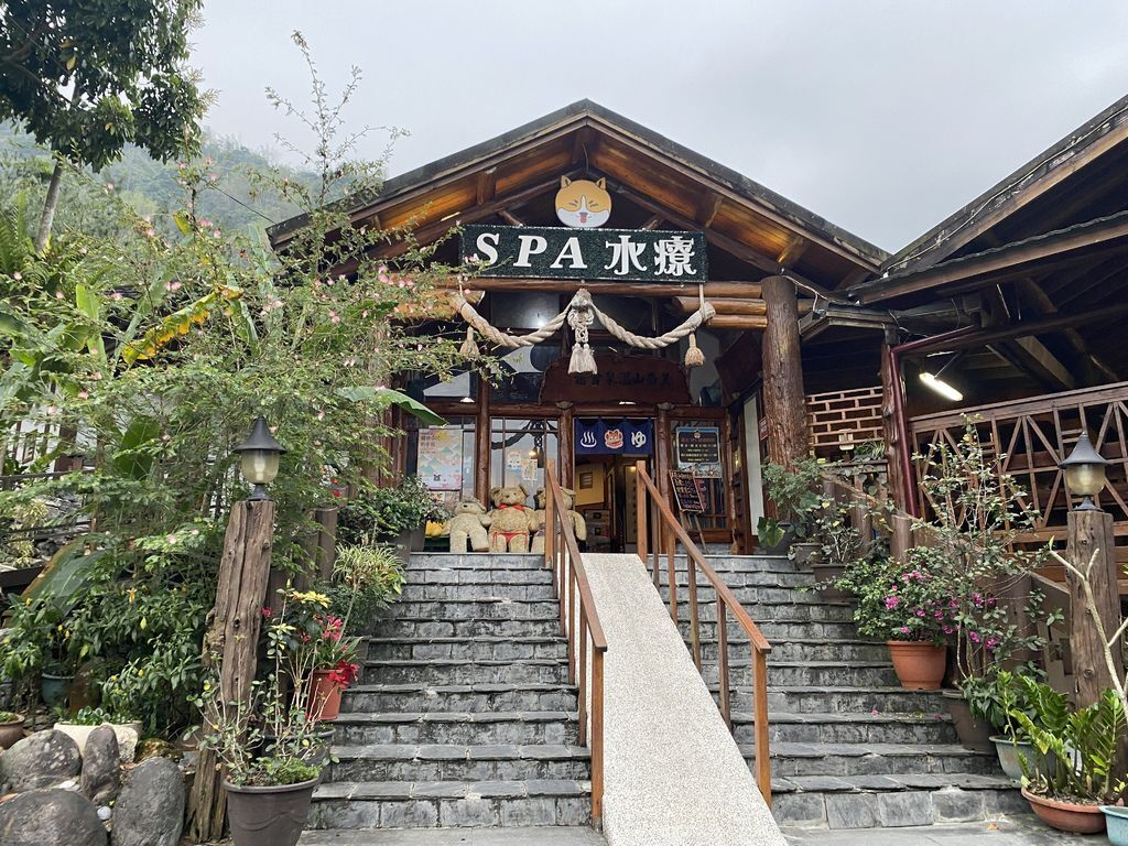 到高雄六龜泡湯!來看看美崙山溫泉渡假山莊的露天泡湯區跟公設