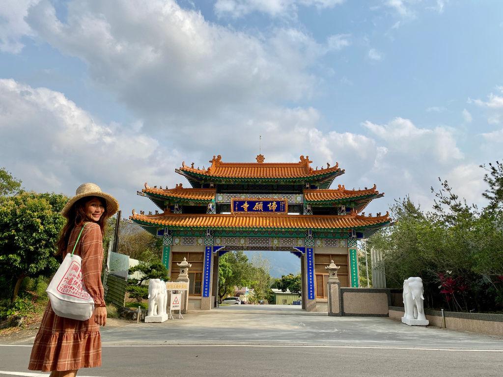 高雄六龜景點-坐落於寺院前的五百羅漢-諦願寺