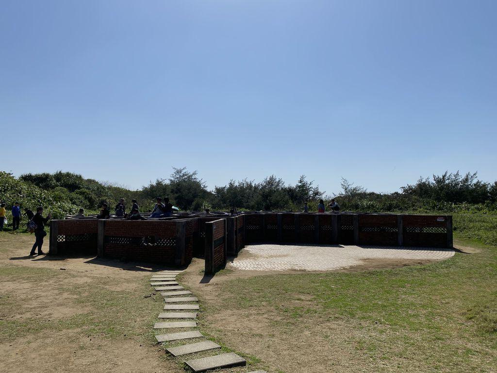 石門景點一日遊,一起到富貴角公園的老梅迷宮玩躲貓貓