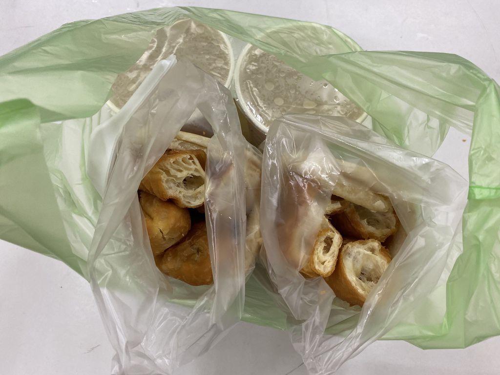 新莊美食-熊記燒餅油條專賣店,手工現做非吃不可的傳統早餐店