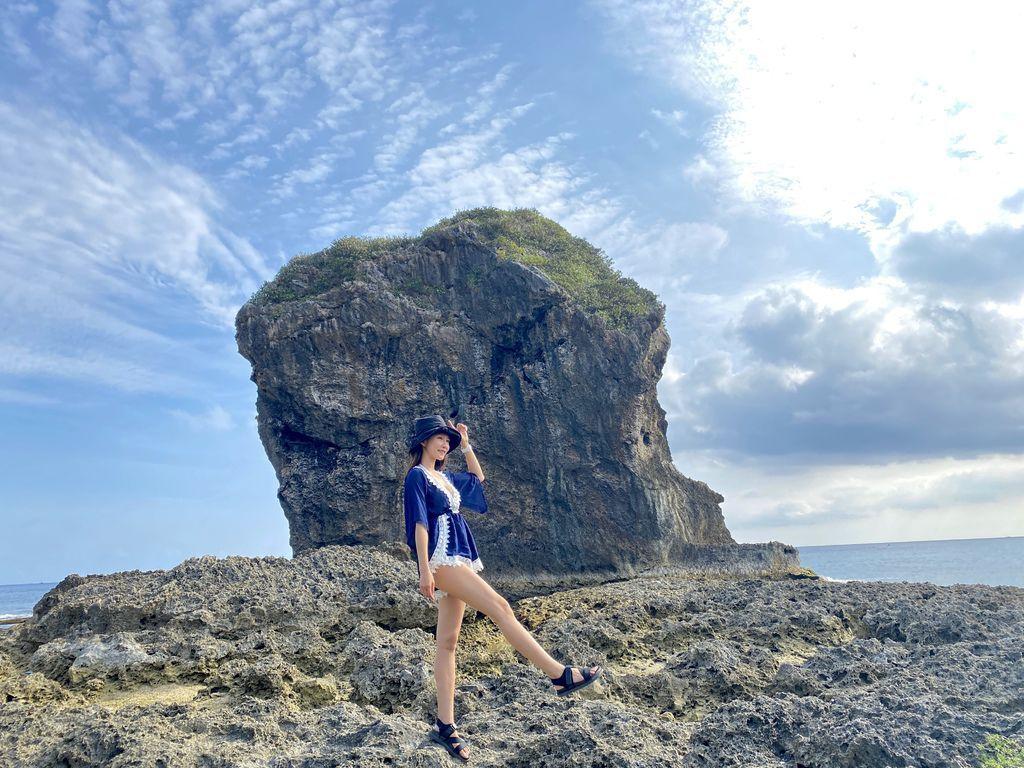 屏東墾丁景點-海岸邊的巨大珊瑚礁岩塊-船帆石