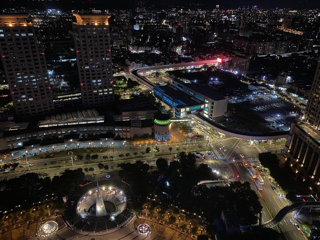 免費的板橋室內景點-新北市政府大樓觀景瞭望台,給你絕美的夜景