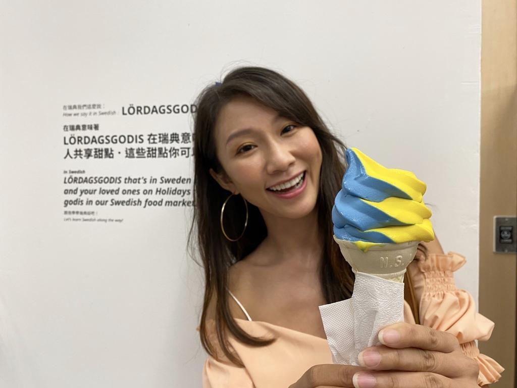 新興的桃園景點-來IKEA桃園店,吃桃園限定的藍黃雙色霜淇淋