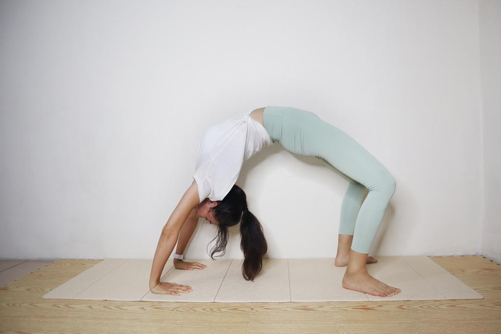 居家運動跟居家按摩的好夥伴!Comefree植纖系列:輕摺疊瑜珈墊、瑜珈運動滾筒、足底按摩球墊