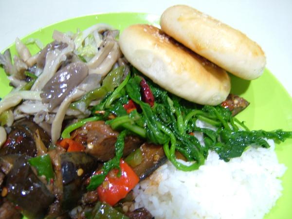 新疆飯菜和很紮實的餅
