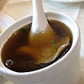 每人一小碗的墩菇雞湯
