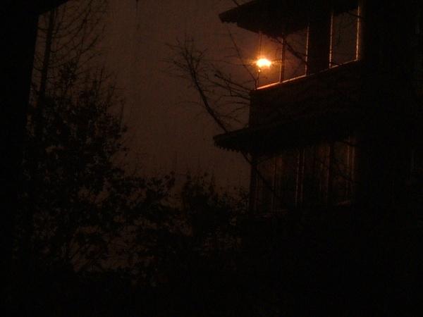 拍到後來老姊才發現 拍的是太陽投射在對面大樓的倒影