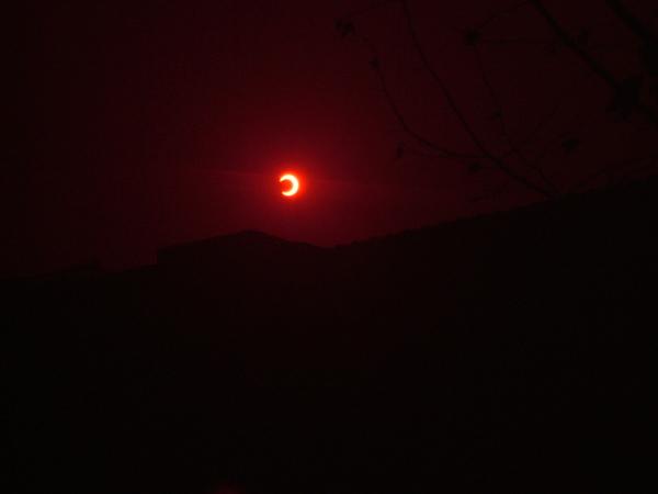 最後放一張最成功的照片吧 好像在看日出的月亮
