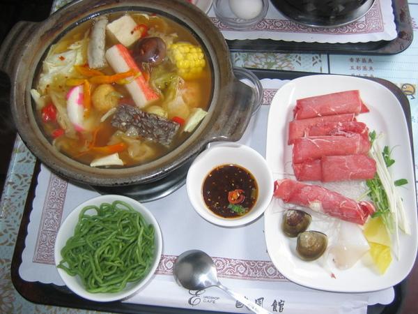 台南大學路歐風三館-泡菜豬肉鍋