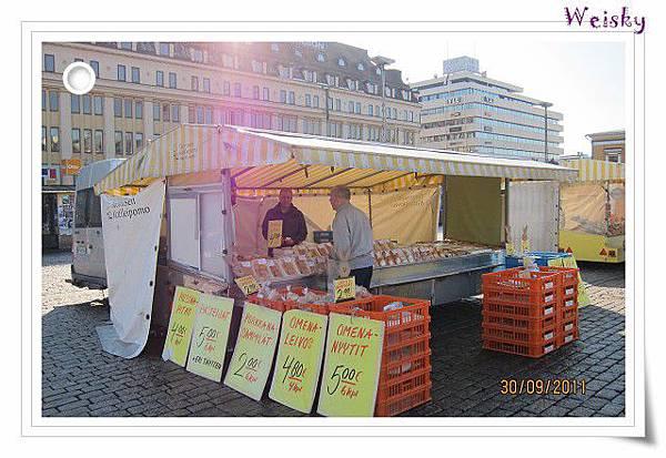 Turku outside market (Bread).jpg