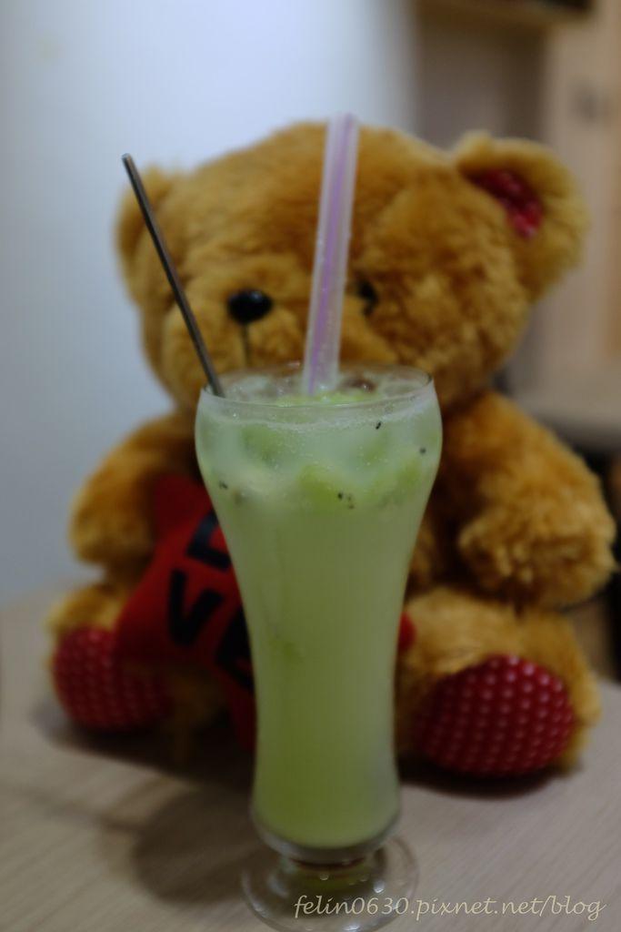 台北松山。小巨蛋泰迪熊咖啡