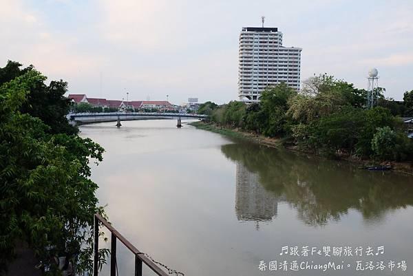 01.瓦洛洛市集(河岸).jpg