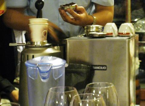 981030 波特酒07 咖啡機.jpg