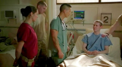 Combat.Hospital.S01E01.Chi_Eng.HDTVrip.720X400-YYeTs.rmvb_002287075
