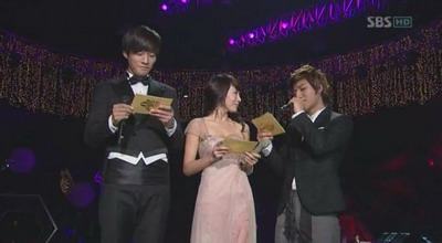 2008 SBS Song Festival Part1.081229.HDTV.XViD(Ental Ver)[(119242)09-55-26].jpg
