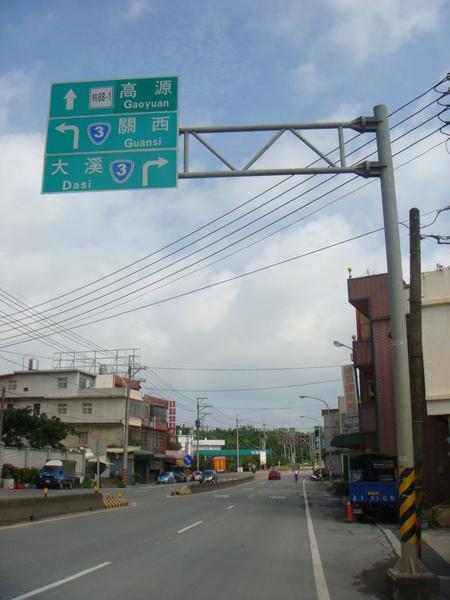 沿途都有路標指示.JPG
