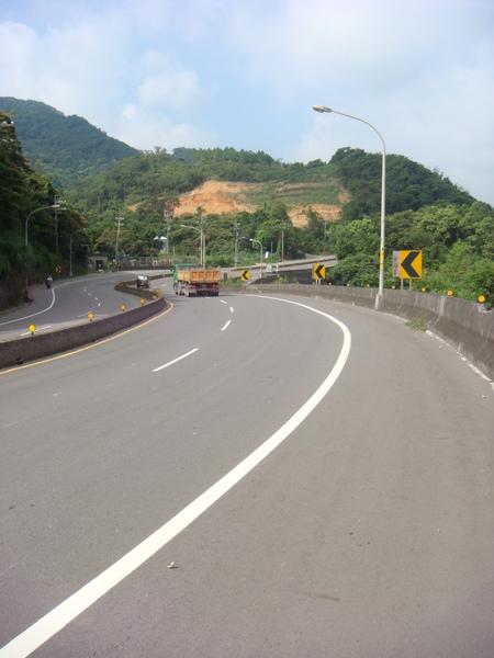 蜿蜒的道路.JPG