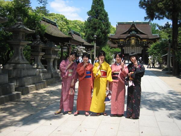 著和服於北野天滿宮參拜的女學生