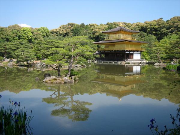水映金閣寺