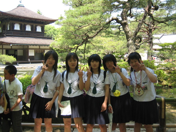 來銀閣寺修業旅行的女學生