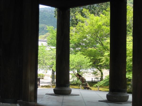 從南禪寺三門往外看