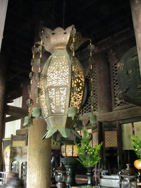 清水寺本堂前的鐘型巨大掛燈