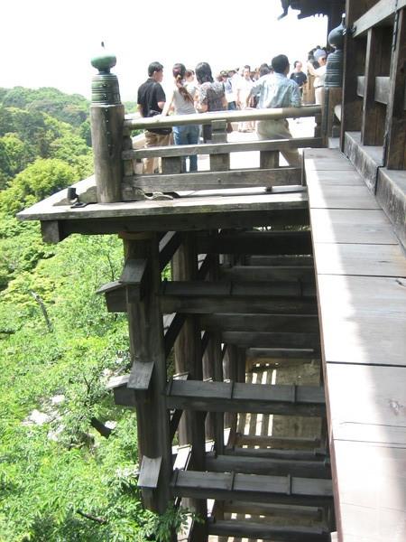 支撐清水舞台的木柱工法