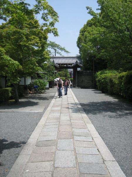 前往天龍寺的前導步道