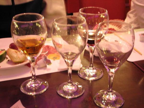 大家喝酒的杯子.jpg