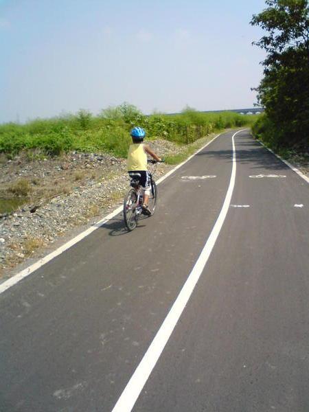 回程路上特別去騎腳踏車專用道