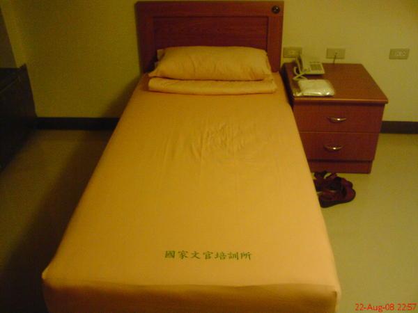 耶, 這個床單有剛換過的感覺喔~