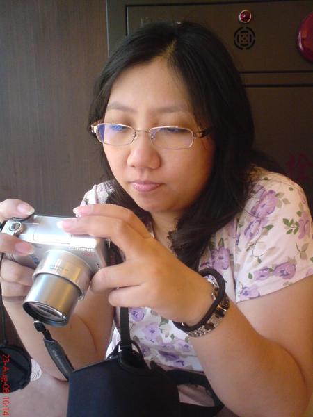 吃完早餐對著牙籤拍照的大妹