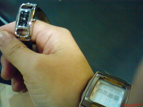 準備換手錶, 緬甸比台灣慢一個半小時